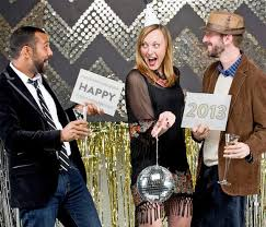 Decorate For New Years Eve At Home by Diy Photobooth Ideas For New Year U0027s Eve At Home With Kim Vallee
