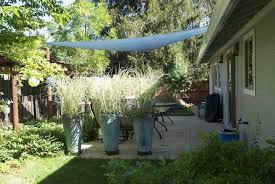 Backyard Shade Sail by Adding Shade Outdoors With Triangular Nylon Shade Sails Hometalk