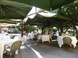 la veranda dell hotel columbus tr礙s agr礬able terrasse sous les parasols picture of la veranda