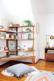 Decorate Office Shelves by Best 20 Desk Shelves Ideas On Pinterest Desk Space Desks And