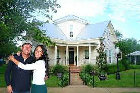 where do chip and joanna live this is what it s like to stay at chip and joanna gaines magnolia