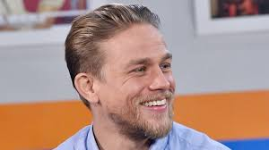 how to get thecharlie hunnam haircut charlie hunnam s gym routine for king arthur is intense youtube