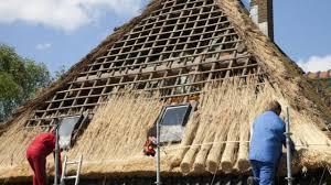 comment fermer une pergola comment faire un toit de chaume bricolage maison jardin