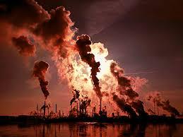 Contaminación atmosférica a causa de quema de combustibles fósiles. Claro ejemplo de factor biotipo Nº 4