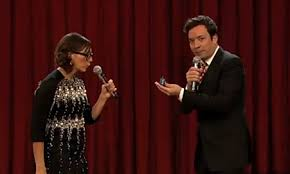 jewcy rashida jones sings about dreidels with jimmy fallon