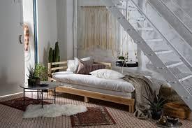 faire un canapé avec un lit créer une chambre dans un studio trucs astuces déco