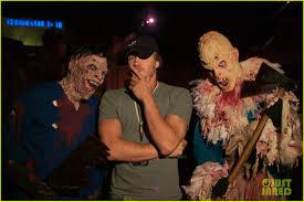 halloween horror nights 2011 chad michael murray halloween horror night photo 2589436 chad