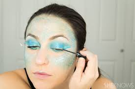 how to totally master instagram u0027s halloween mermaid makeup page 2