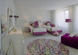 fleurs dans une chambre chambre enfant tapis chambre enfant rond fleurs colorées tapis