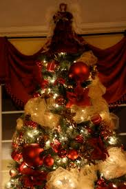 White Christmas Tree With Red And Gold Decorations Christmas Tree Ideas Red And Gold Christmas Lights Decoration