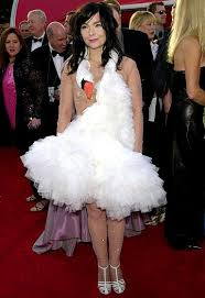 swan dress bjork s swan dress 10 of the craziest carpet dresses of all