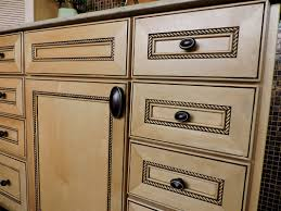 pictures of kitchen cabinets with knobs choosing kitchen cabinet