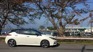 renault japan fully charged test drives 2018 nissan leaf in yokohama video