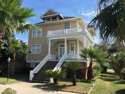 where is the bachelor mansion close to the beach and the strand best ma vrbo