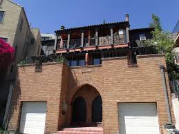 los angeles curbed comparisons what 2 100 rents you in los located by the hollywood bowl in hollywood heights this one bedroom apartment is tucked into an interesting brick complex with spanish moorish vibes