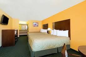 Comfort Suites Seaworld San Antonio Ramada San Antonio Near Seaworld San Antonio Hotels Tx 78238