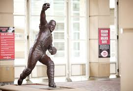 Archer Johnny Bench Called File Johnny Bench Statue At Great American Ball Park Jpg Johnny