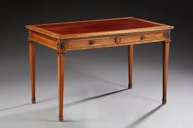 bureau style louis xvi bureau plat de style louis xvi en bois teinté acajou ouvrant par deux