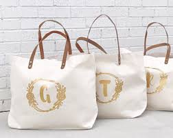 bridesmaid bags monogrammed gold bridesmaid travel totes modern bridesmaid
