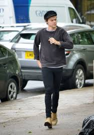 harry styles finally gives fans a glimpse of his short hair in