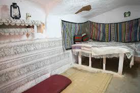 chambre a coucher originale chambre à coucher dans la maison originale de troglodyte image stock