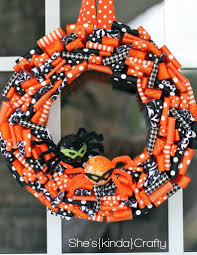 How To Make Halloween Wreaths by Halloween Wreath 2011 Shes Kinda Crafty