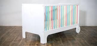 design kinderbett mitwachsendes babybett gitterbett aus massivholz in weiß und
