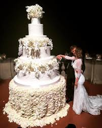 wedding captions caption this manolo gabbiadini his wedding cake soccer