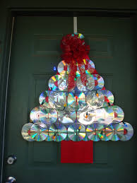 make a christmas tree door decoration from old cds big scout project