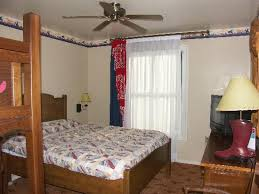 chambre hotel cheyenne entrée de la chambre picture of disney s hotel cheyenne marne la