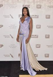 golden globes 2017 naomi campbell wears two dresses daily mail
