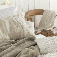 jeté de canapé maison du monde plaid maisons du monde et autres douceurs pour l hiver