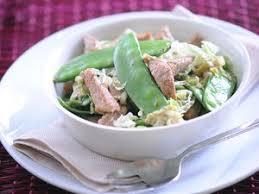comment cuisiner des pois gourmands wok de poulet aux chignons et aux pois gourmands facile et pas