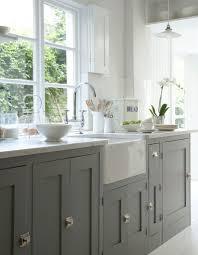 cuisine grise plan de travail noir on joue la carte du chic et de l intemporel avec la cuisine grise