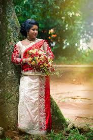 indische brautkleider junge indische braut typischer indischer brautkleiderfrauen saree