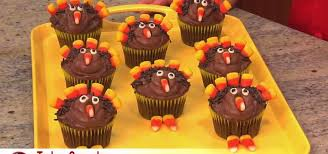 how to decorate simple thanksgiving turkey cupcakes with corn
