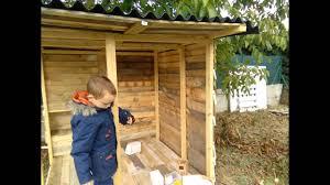 construire son chalet en bois construction poulailler en palette youtube
