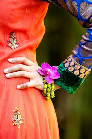 11 best fresh flower jewelry for indian and pakistani weddings
