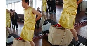 pria china punya buah zakar paling perkasa bisa angkat bata