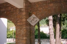 arco in pietra per interni rivestimenti in pietra naturale per interni ed esterni a bergamo