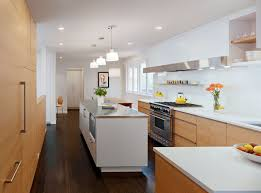 design dilemma a kitchen for gathering california home design feldman first enlarged the entry between the kitchen and the dining room previously the size of a standard doorway and then did away with the barrier a