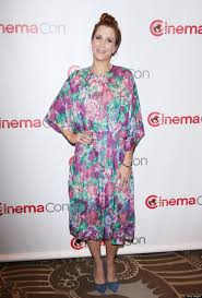 kristen wiig penelope thanksgiving kristen wiig overwhelmed by floral dress at cinemacon photos