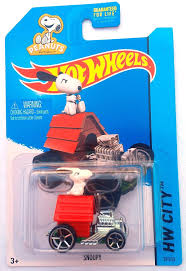 snoopy on his dog house hot wheels car with snoopy in his doghouse
