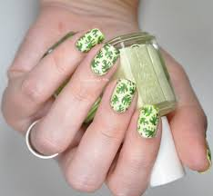 monstera plant leaves on my nails lacquered bits