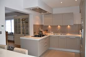 image cuisine moderne cuisine moderne ilot central 10 cuisine moderne greige avec
