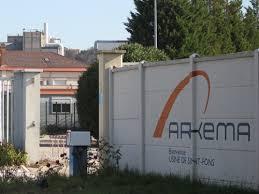 arkema siege 800 salariés d arkema ont manifesté lundi devant le siège parisien