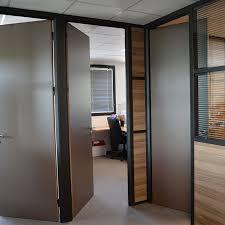 cloison pour bureau blocs portes pour cloisons de bureaux av aluminium