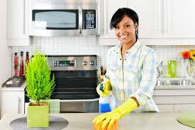 nettoyage cuisine cuisine de nettoyage de femme image stock image du ménage