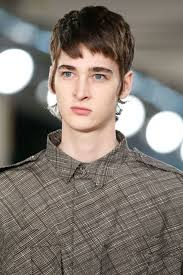 modern mullet hairstyles the modern mullet haircut what to ask for and how to style it