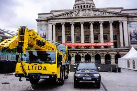 nottingham city hall requires 40 tonne long boom crane altida